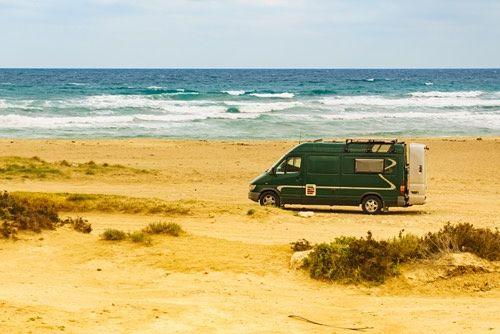 Caravana en la playa